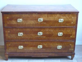 Chest of drawers in cherry veneer with fine inlay